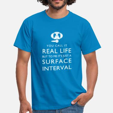 Real life vs surface interval - Männer T-Shirt