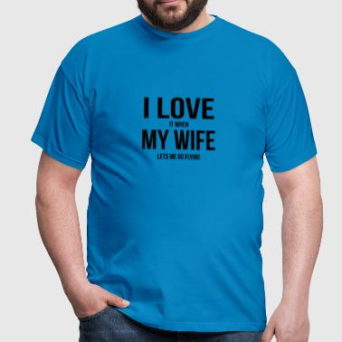 My wife makes me fly - Men's T-Shirt