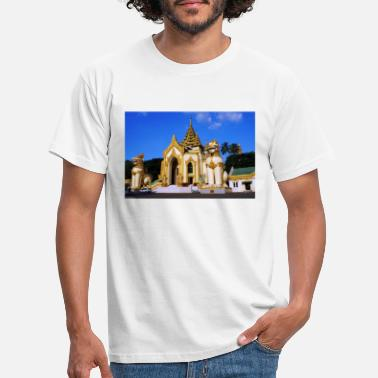 Singapore The lion guardians of the Shwedagon Pagoda - Men's T-Shirt