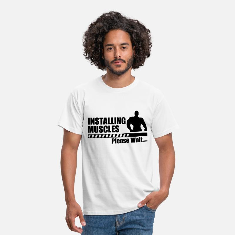 Fun T-Shirts - Installing muscles - Funny gym crossfit sport  - Mannen T-shirt wit
