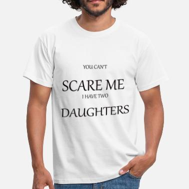 Can Two YOU CAN T SCARE ME I HAVE TWO DAUGHTERS - Männer T-Shirt