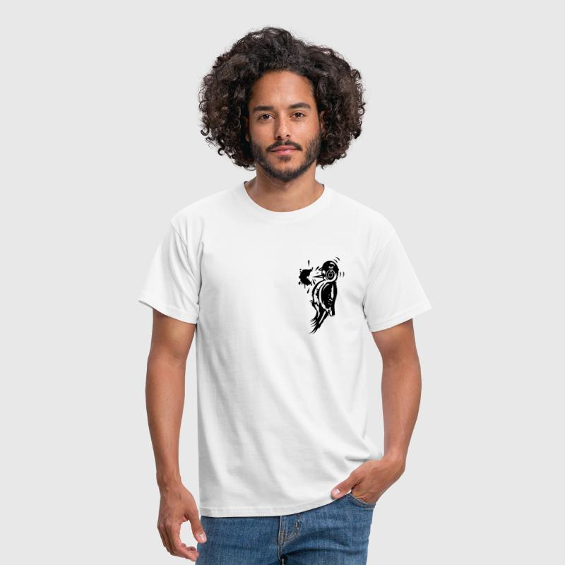A woodpecker with a helmet and ear protection - Men's T-Shirt