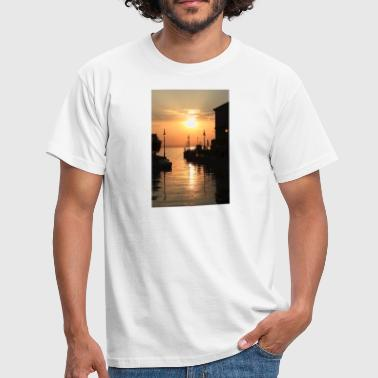 SUNDOWN - Men's T-Shirt