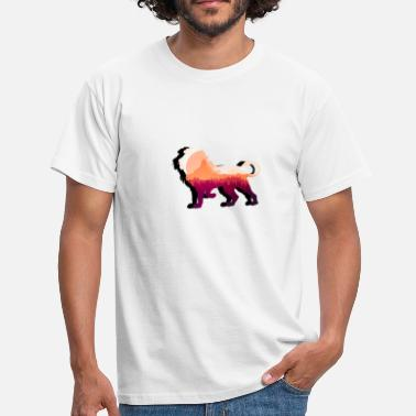 Lion in the mountains - Men's T-Shirt