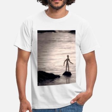 Anatomical Figure Staring at the sea - Men's T-Shirt