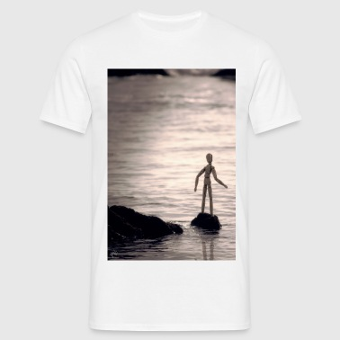 Staring at the sea - Men's T-Shirt