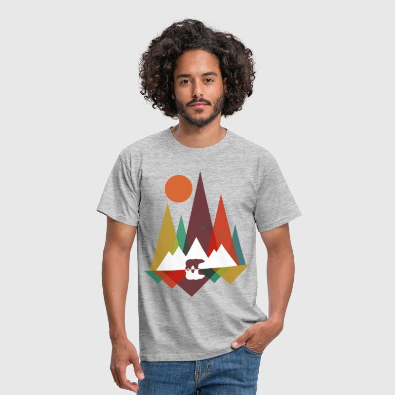 Bear in the mountains - Men's T-Shirt