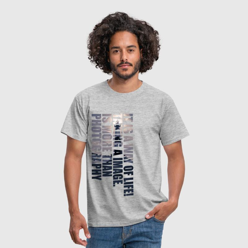 Photography - Is a Way of Life - Männer T-Shirt