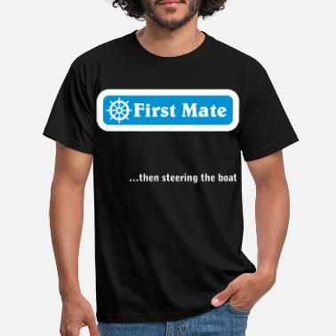 Mate First Mate... then steering the boat. Weiß/Blau - Männer T-Shirt