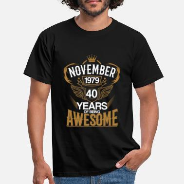 November Born in November 1979 40th Years of Being Awesome - Men's T-Shirt