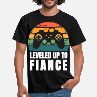 Fiance Funny Leveled Up To Fiance Gifts For Him Newly Eng - Men's T-Shirt