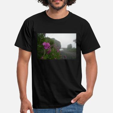 Northumberland railway flower in the mist - Men's T-Shirt