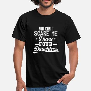 Four You can't scare me I have four daughters Gift - Men's T-Shirt