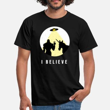 Ray Of Light I believe - Bigfoot & Unicorn Ufo with ray of light - Men's T-Shirt