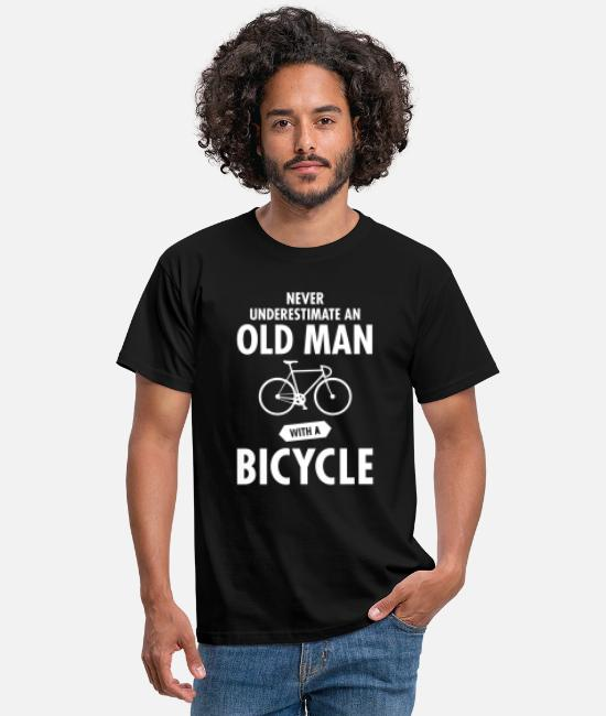 Pension T-shirts - Never Underestimate An Old Man With A Bicycle - T-shirt mænd sort