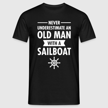 Never Underestimate An Old Man With A Sailboat - Mannen T-shirt