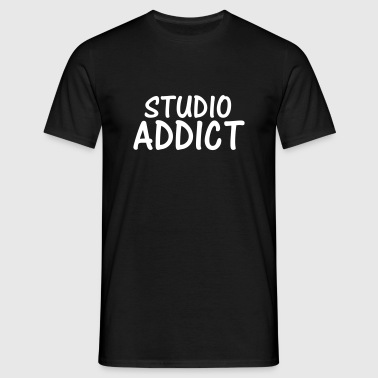 studio addict - Men's T-Shirt