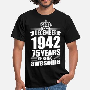 Awesome December December 1942 75 years of being awesome - Men's T-Shirt