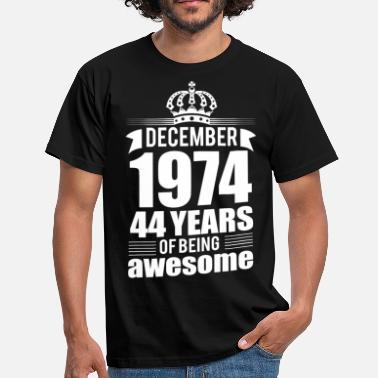 44 Years December 1974 44 years of being awesome - Men's T-Shirt