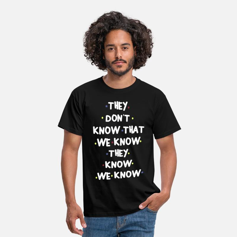 Know T-Shirts - THEY DONT KNOW THAT WE KNOW THEY KNOW WE KNOW - Men's T-Shirt black