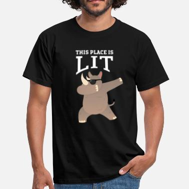 Dance Sportbekleidung This Place Is Lit - Dabbing Rhino Gift - Männer T-Shirt