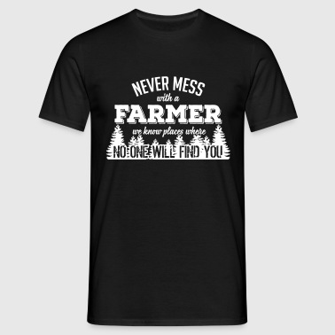 never mess with a farmer - Men's T-Shirt