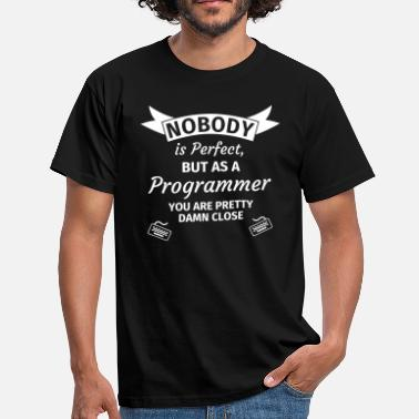 Programming Nobody is Perfect, but as an Engineer you are Pret - Mannen T-shirt