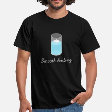 Sailing Smooth Sailing - Paper Boat in Glass - Männer T-Shirt