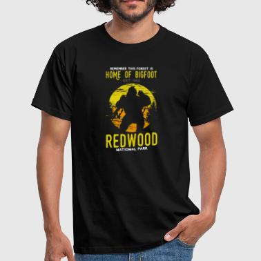 Redwood Nationalpark Haus von Bigfoot Est. 1966 - Männer T-Shirt