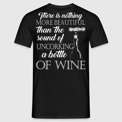 The sound of uncorking a bottle of wine - Männer T-Shirt