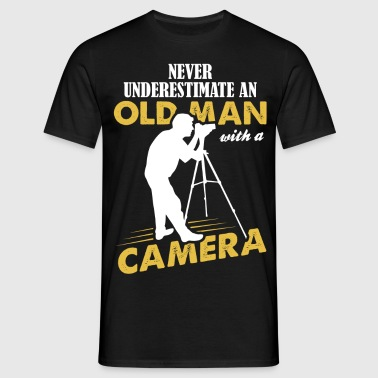Never Underestimate An Old Man With A Camera - Men's T-Shirt