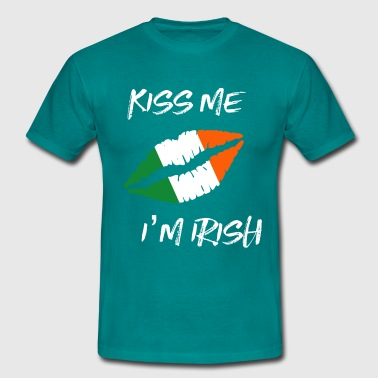 kiss me irish lips - Men's T-Shirt
