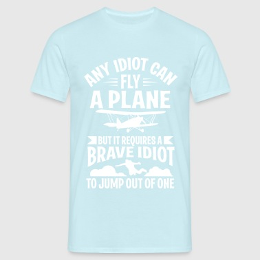 Any idiot can fly a plane, I jump out of them - Männer T-Shirt