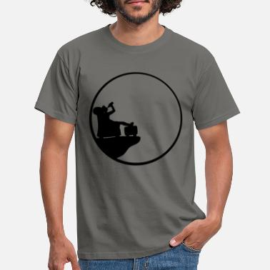 Nocturnal drinking moon night cliff beer drinking thirst living - Men's T-Shirt