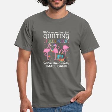 Textil Were More Than Just Quilting Friends Were Like Sma - Männer T-Shirt
