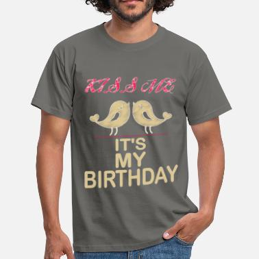 Birthday Kiss Birthday - Kiss me it's my birthday - Men's T-Shirt