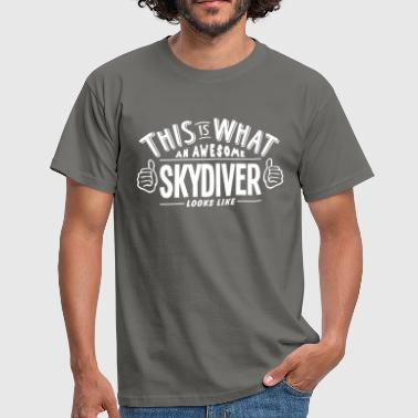Skydiving awesome skydiver looks like pro design - Men's T-Shirt
