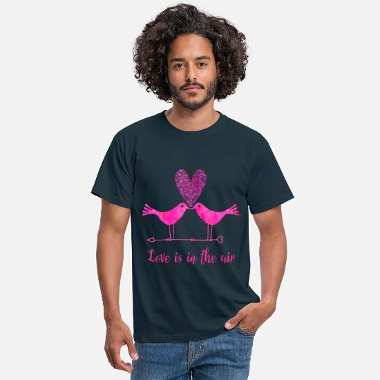 Valentinstag T-Shirts - Love is in the air - Männer T-Shirt Navy
