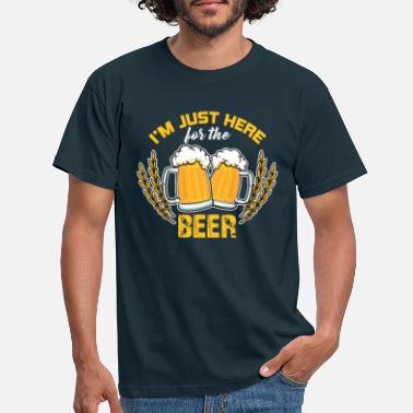 Bierkoenig I'm just here for the beer - Men's T-Shirt