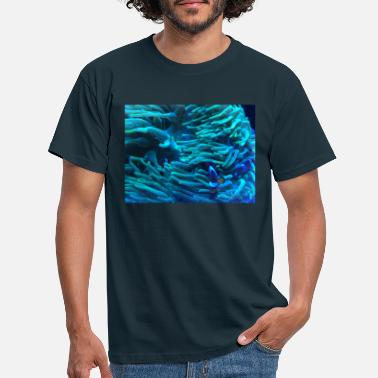 Underwater on the reef - Men's T-Shirt