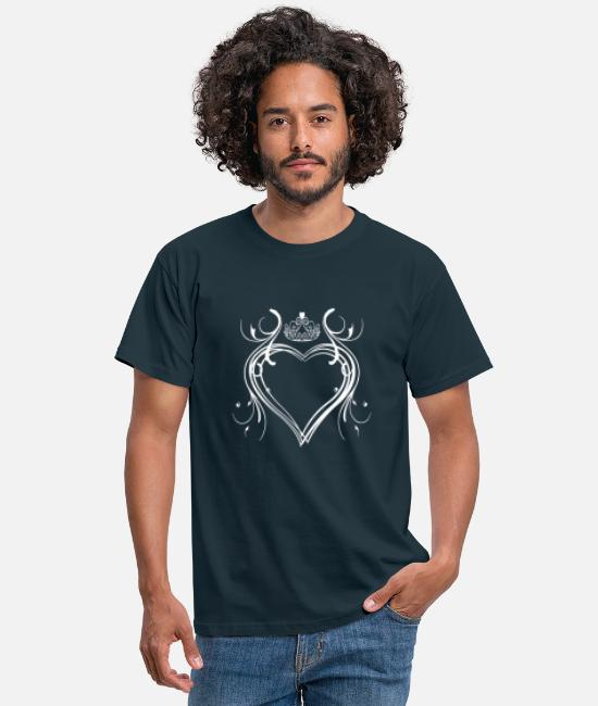 Heart T-Shirts - Heart motif with diadem | Heart Tribal Crown - Men's T-Shirt navy