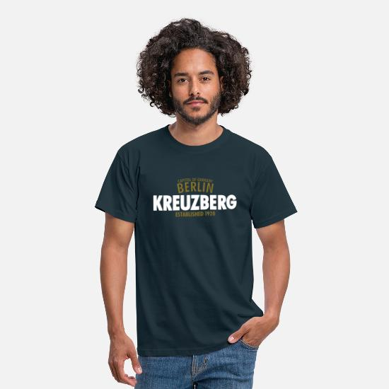 Berlin T-Shirts - Capitol Of Germany Berlin - Kreuzberg Established 1920 - Männer T-Shirt Navy