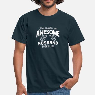 Awesome this is what an awesome husband looks li - Mannen T-shirt