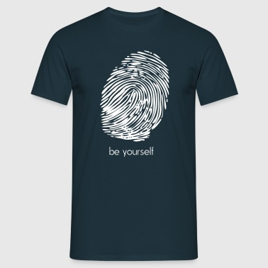 be yourself - Männer T-Shirt