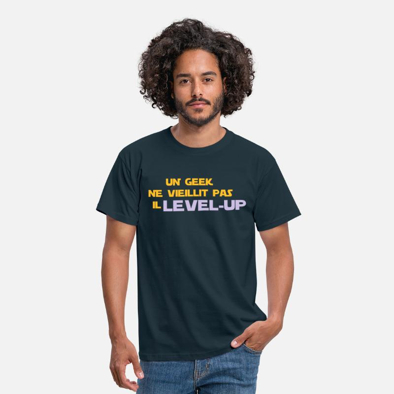 Geek T-shirts - un_geek ne vieillit pas il Level up - T-shirt Homme marine