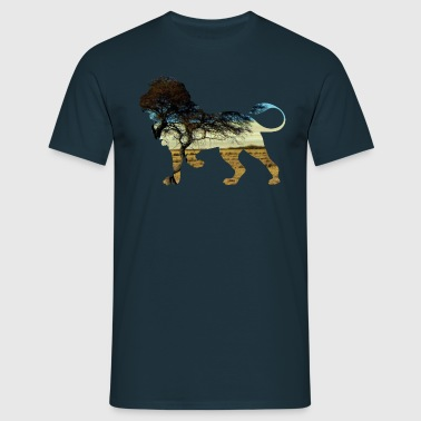Lion in the steppe - Men's T-Shirt