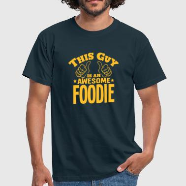 this guy is an awesome foodie - Men's T-Shirt