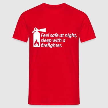 Feel safe at night, sleep with a firefighter - Männer T-Shirt