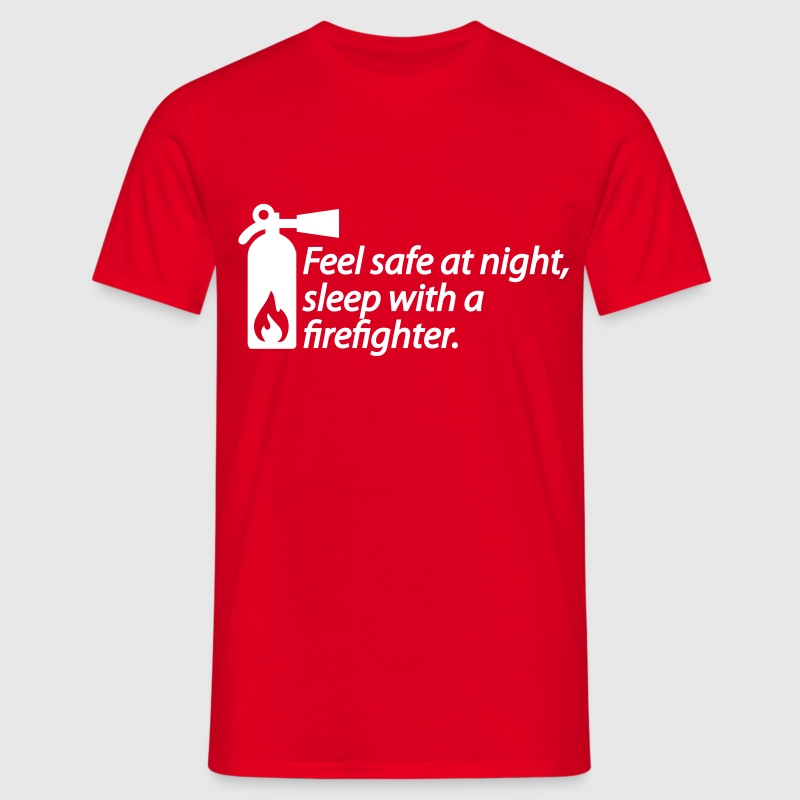 Feel safe at night, sleep with a firefighter - T-skjorte for menn
