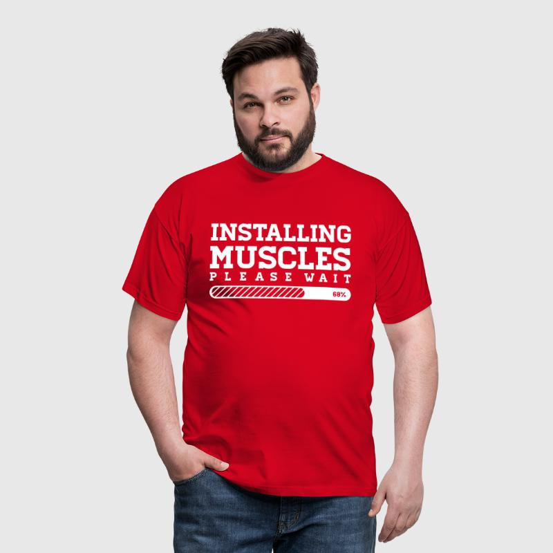 INSTALLING MUSCLES - PLEASE WAIT - Männer T-Shirt